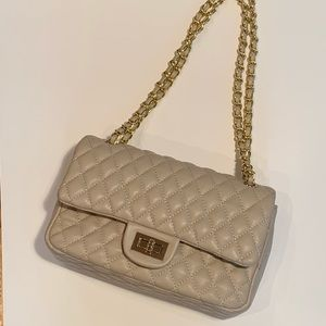 NWT - Quilted chain purse in beige/gold